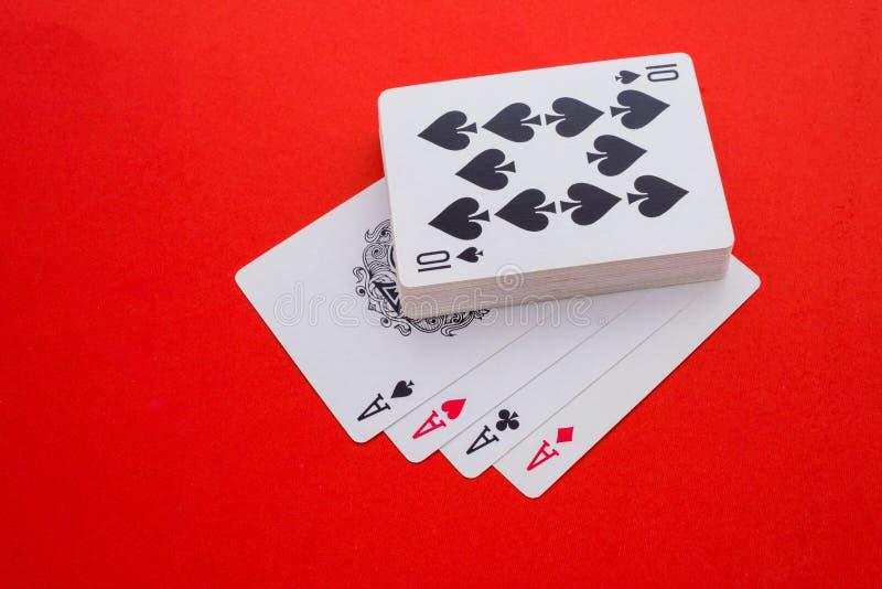 Spielkarten lokalisiert lizenzfreie stockfotografie