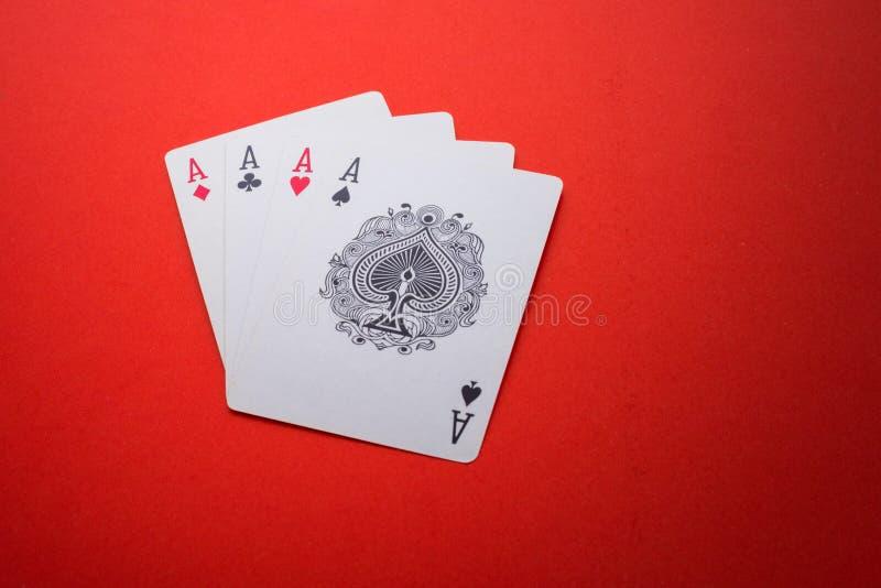 Spielkarten lokalisiert stockbild