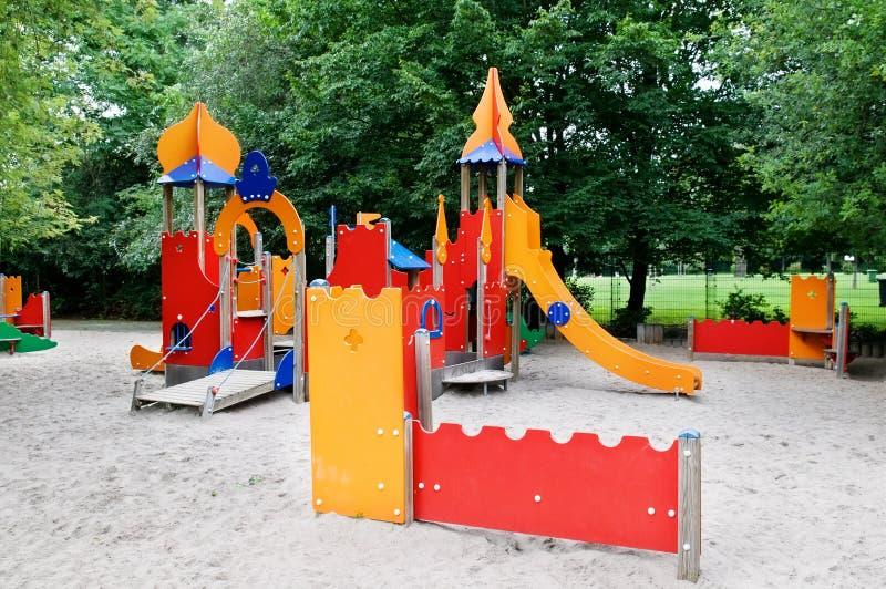 Download Spielplatz stockbild. Bild von grün, erholung, stadt - 26369341