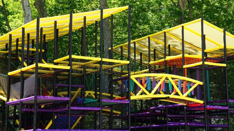 Spielplatz am Dinosaurier-Platz in Connecticut lizenzfreie stockfotografie