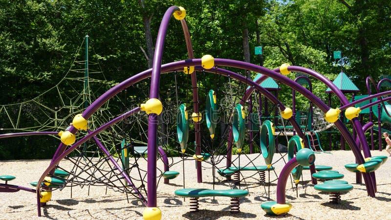 Spielplatz am Dinosaurier-Platz in Connecticut lizenzfreies stockbild
