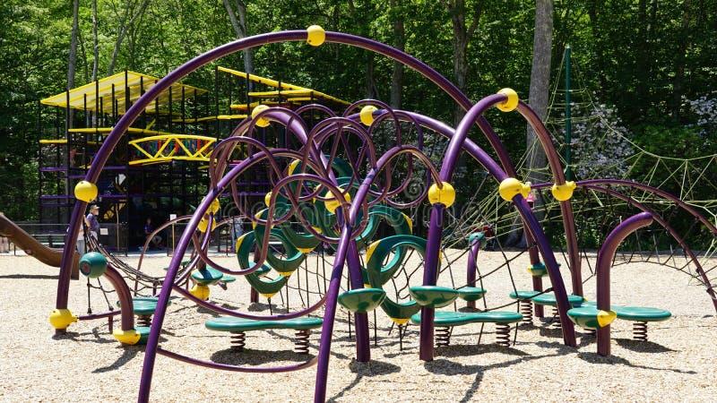 Spielplatz am Dinosaurier-Platz in Connecticut stockbilder