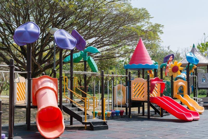 Spielplatz im Park stockbilder