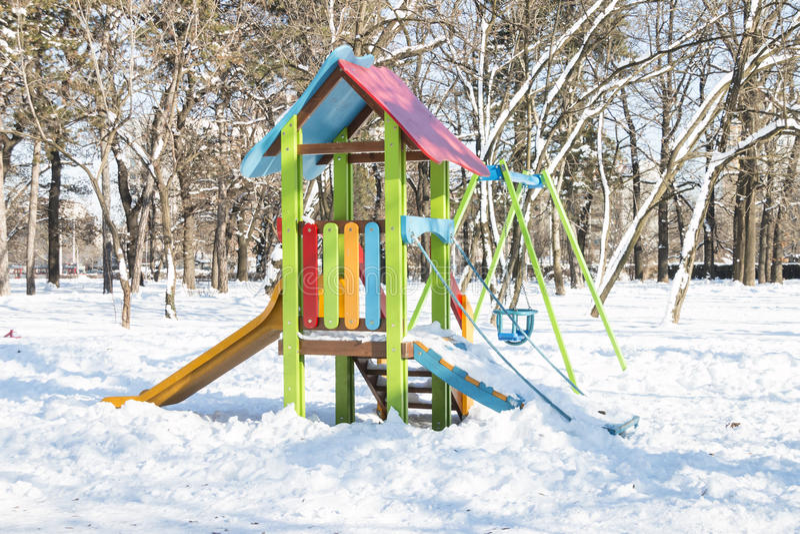 Spielplatz im Park stockfotos