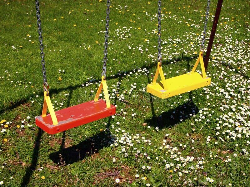 Download Spielplatz-Schwingen stockfoto. Bild von gelb, spielplatz - 47100218