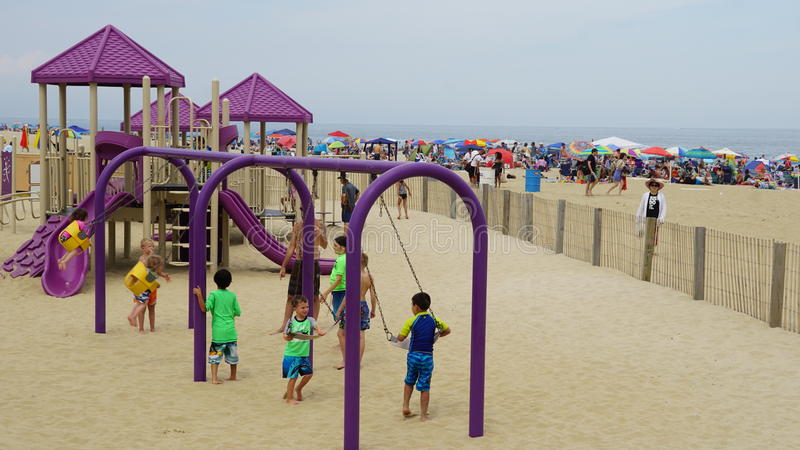 Spielplatz am Strand an Asbury-Park in New-Jersey stockfotos