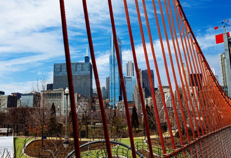 Spielplatz und Stadt von Chicago-Ansichtskylinen stockfotos