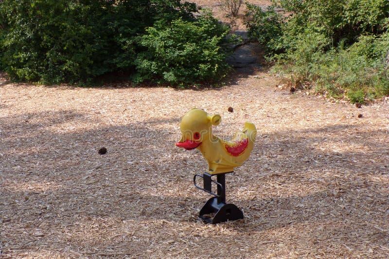 Spielplatzger?te, leeres gelbes Duck For Children To Play an lizenzfreies stockfoto