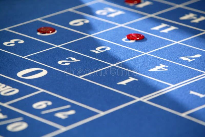 Spieltisch in einem Kasino lizenzfreie stockbilder
