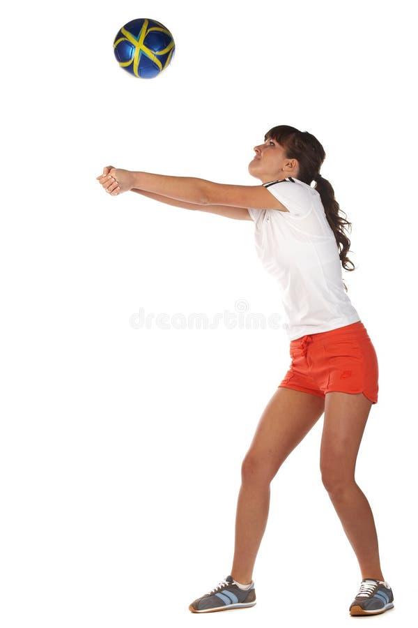 Spielvolleyball des jungen Mädchens stockfotos