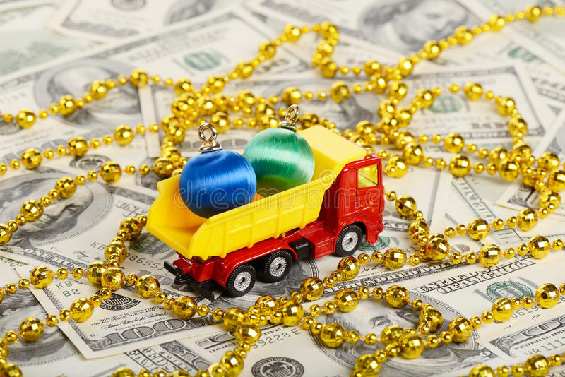 Spielwaren des Kipplaster-Spielzeug transportierte neuen Jahres stockfotografie