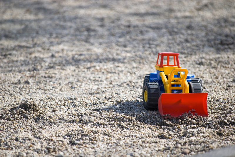 Spielwaren im Sand lizenzfreie stockfotografie
