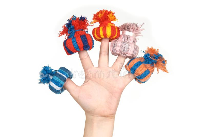 Spielzeug häkelte Hüte, setzte an Finger stockfoto