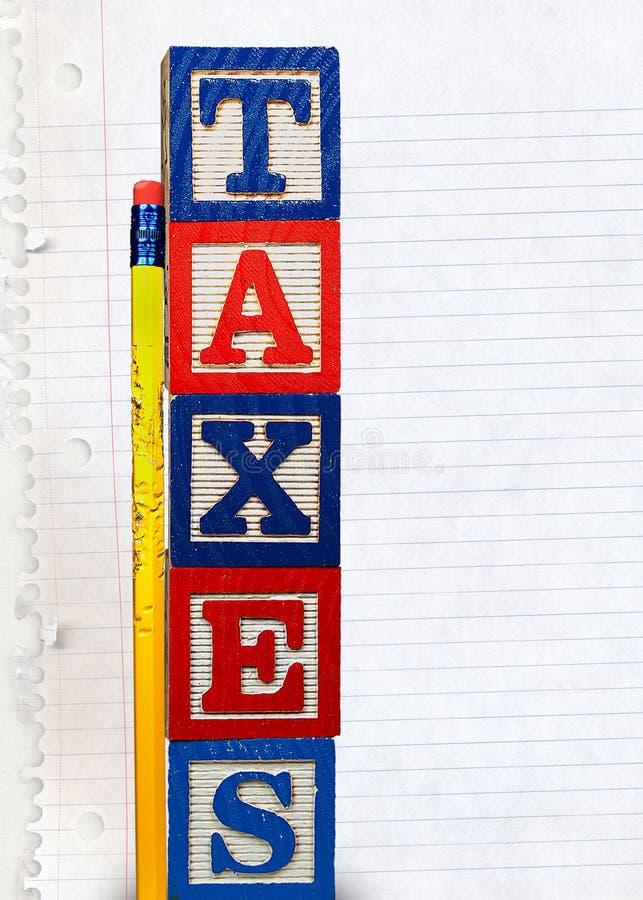Steuer-Blöcke mit gekautem Bleistift lizenzfreies stockbild