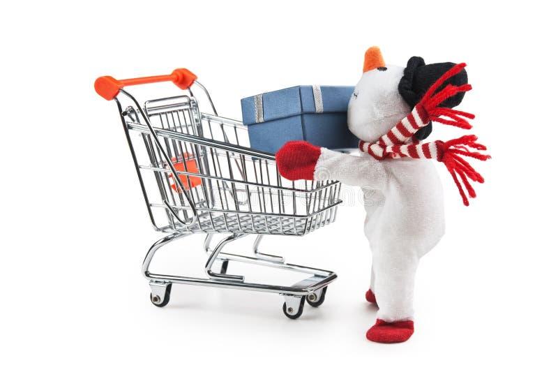 Spielzeug-Schneemann und -Einkaufswagen lizenzfreie stockbilder