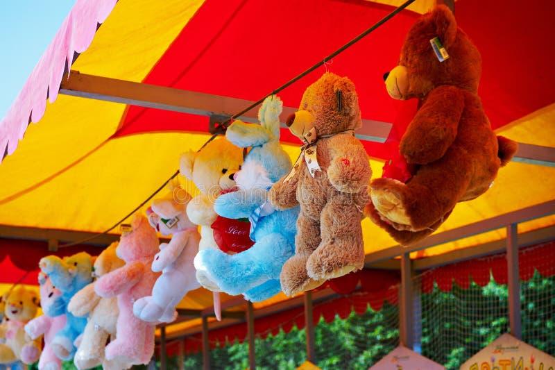 Spielzeug-Teddybär in einem Speicher stockbilder