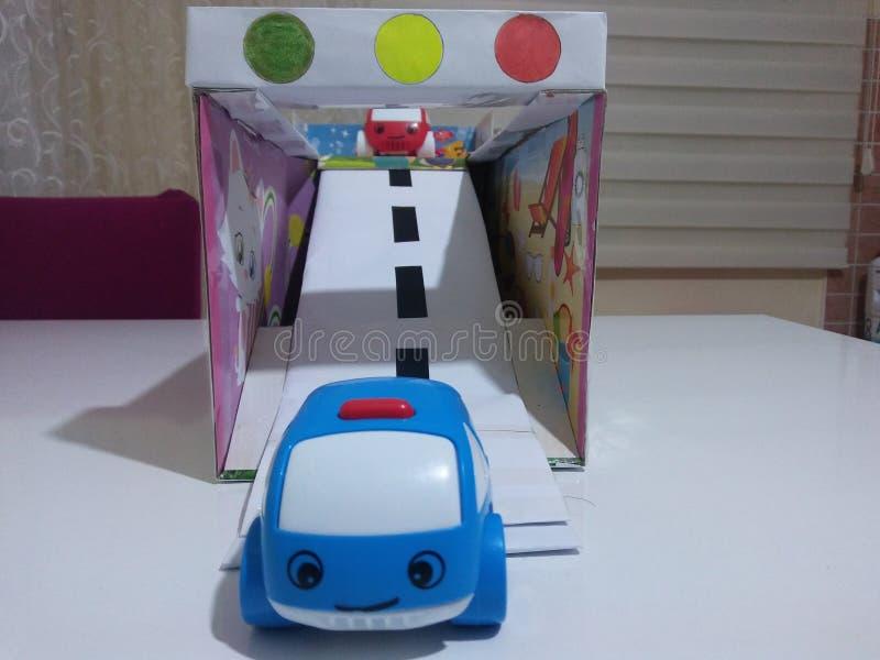 Spielzeugauto und -straße stockbild