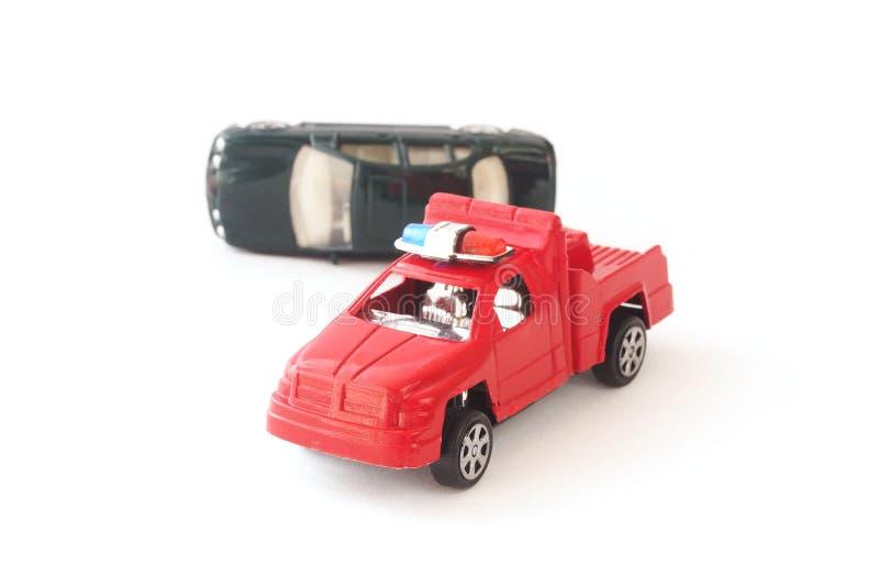 Altes Spielzeugauto Im Unfall Und Im Polizei LKW Stockbild
