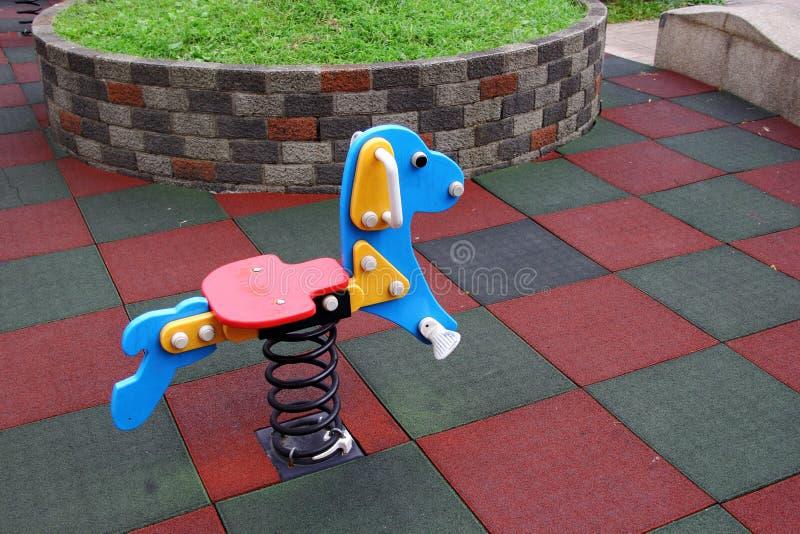 Spielzeughund im Spielplatz lizenzfreies stockfoto