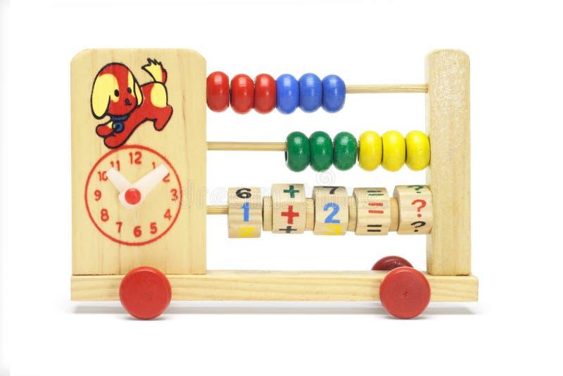 Spielzeugrechenmaschine und -borduhr auf Rädern lizenzfreie stockfotografie