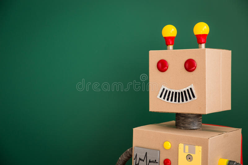 Spielzeugroboter in der Schule lizenzfreie stockfotos