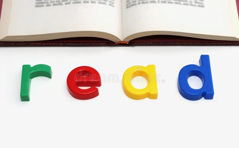 Spielzeugzeichenrechtschreibung gelesen lizenzfreies stockfoto