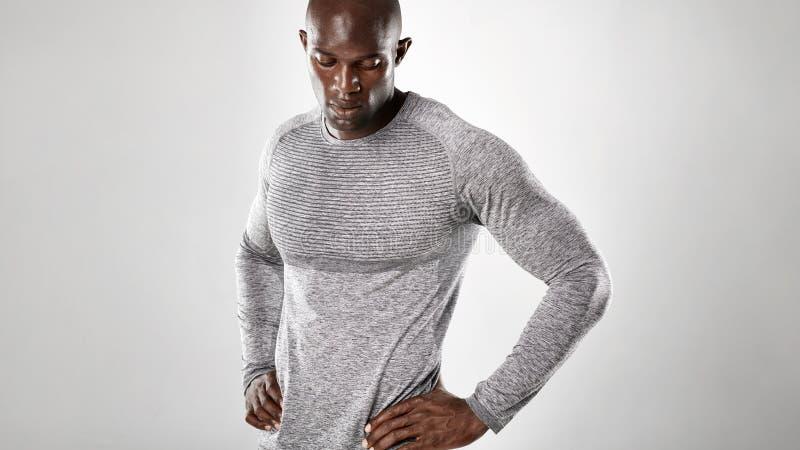 Spier en sterk Afrikaans mannelijk model stock foto