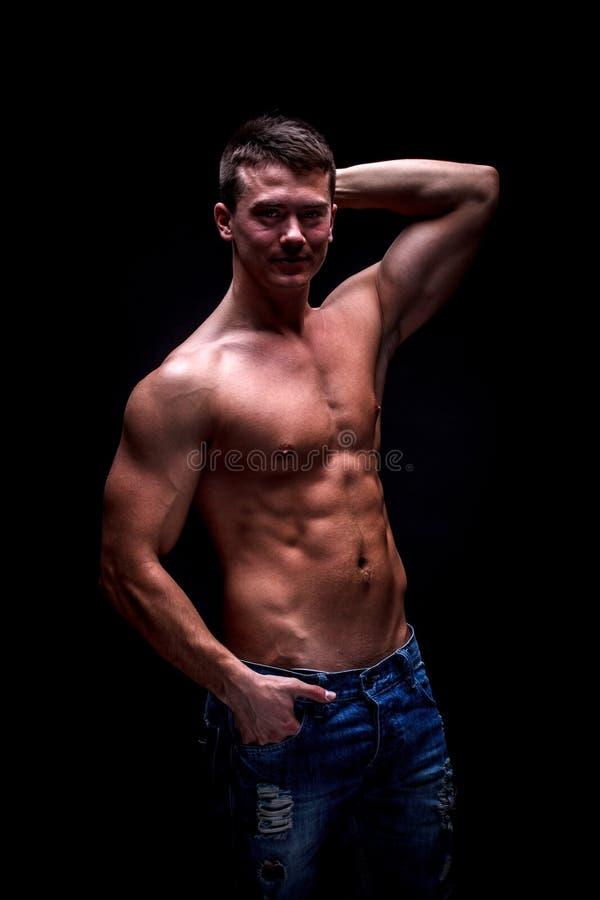 Spier knappe sexy kerel stock foto's