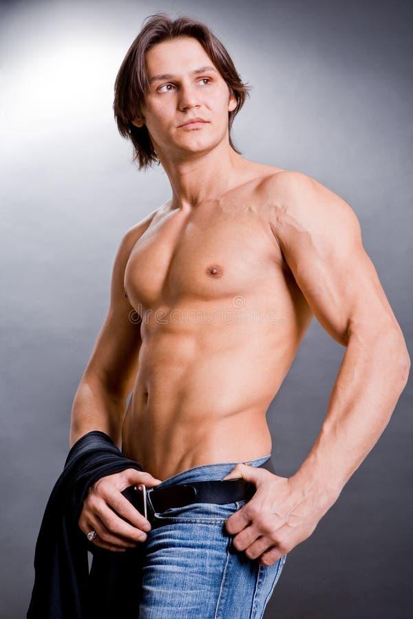 Spier sexy mens met een naakt torso