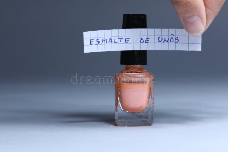 Spika polermedelengelskaordet, esmalte de uñas i spanjor fotografering för bildbyråer