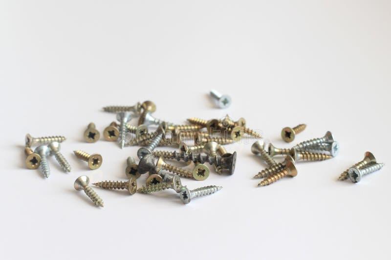 spikar skruvar Konstruktionsmaterial arkivbild