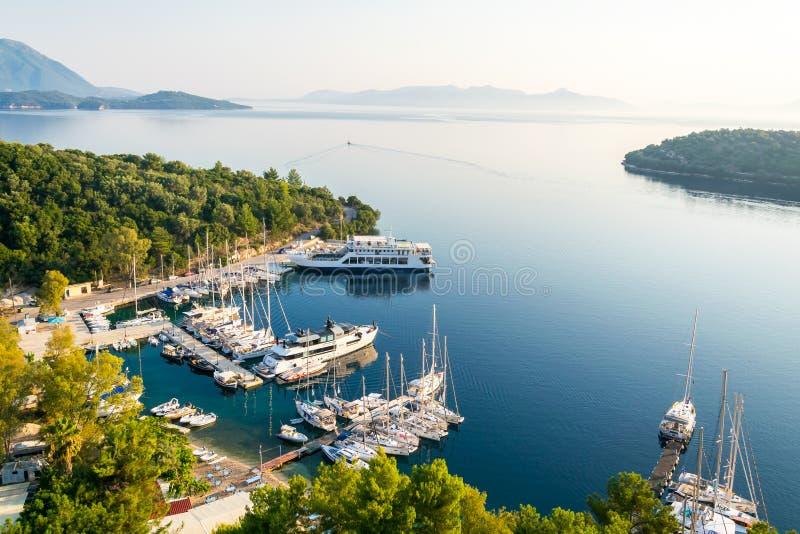 Spilia gauche, île Grèce de Meganisi photographie stock libre de droits