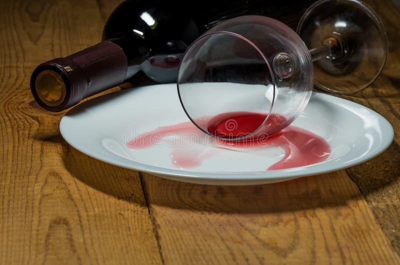 Spillt exponeringsglas av wine royaltyfri fotografi