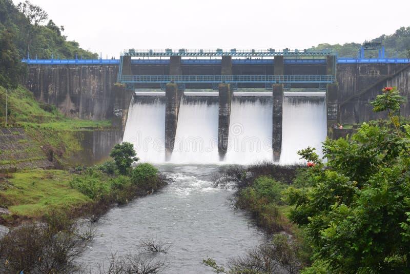 Spillway av små dammar royaltyfri foto