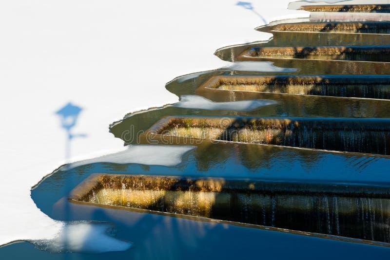 Spillway på en floddamm arkivfoton
