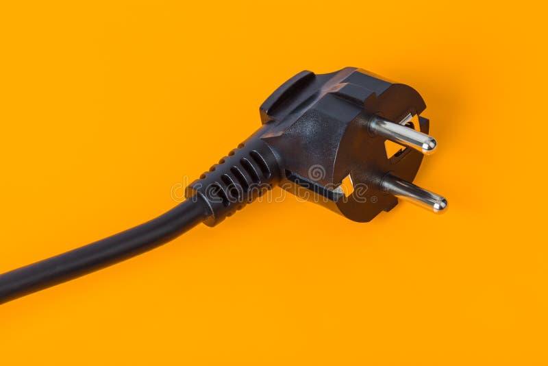 Spina elettrica - fondo arancio fotografia stock libera da diritti