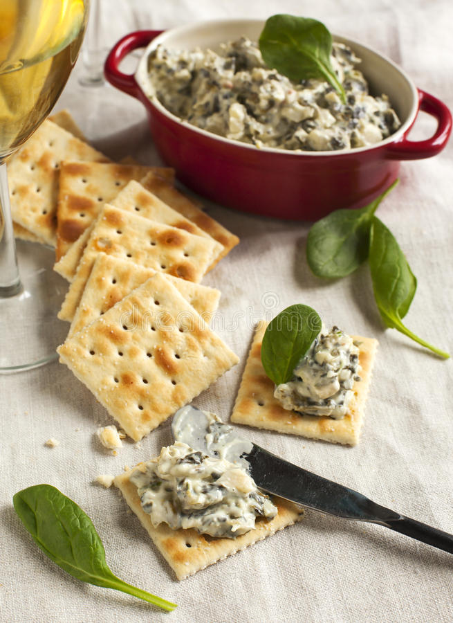 Spinach dip and crackers royalty free stock photos
