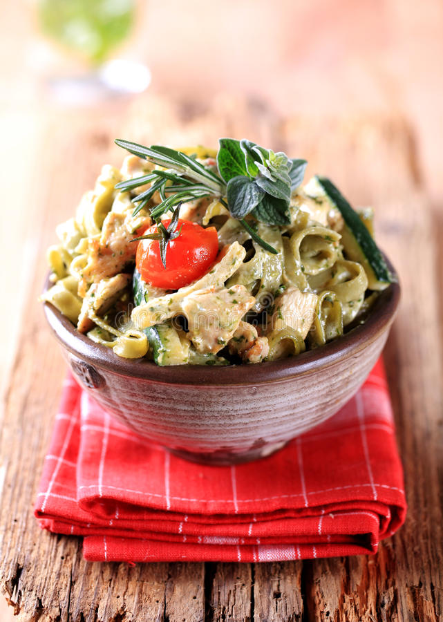 Spinach fettuccine with chicken royalty free stock image