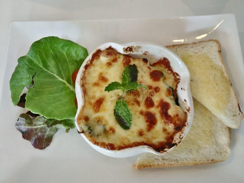 Spinaci al forno con chesse in alimento del menu della Tailandia fotografia stock