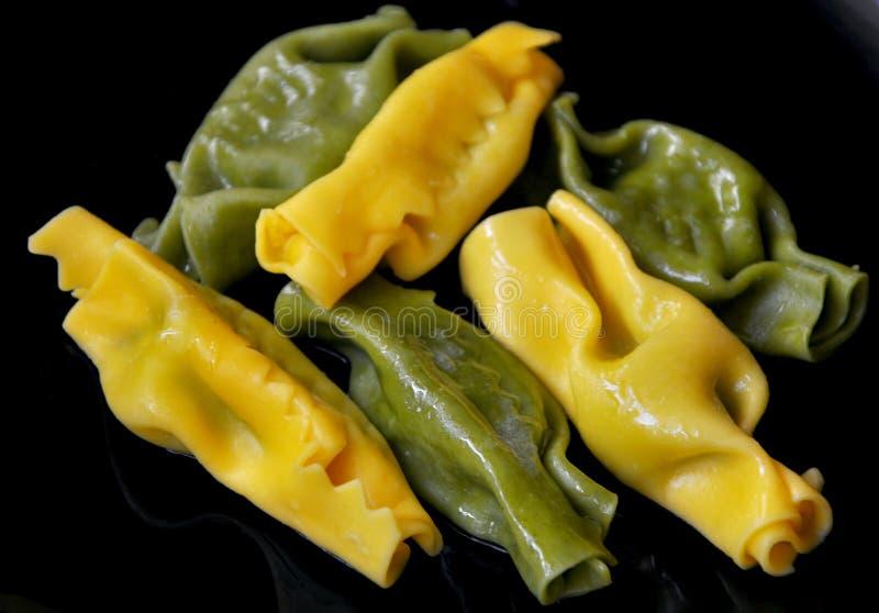 Spinaci di imbroglione dei ravioli e formaggio di ricotta fotografia stock