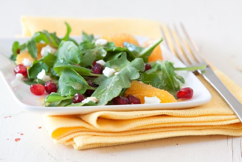 Spinaci, melograno ed insalata arancione immagini stock libere da diritti