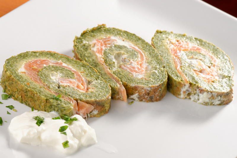 Spinazie en Basil Smoked Salmon Roll stock afbeelding