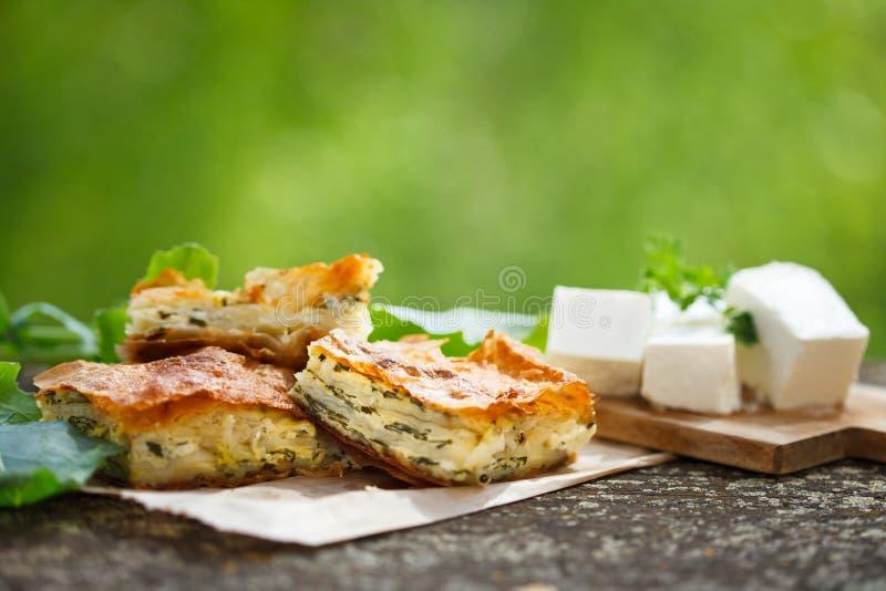 Spinazie en feta-pastei in filogebakje royalty-vrije stock foto