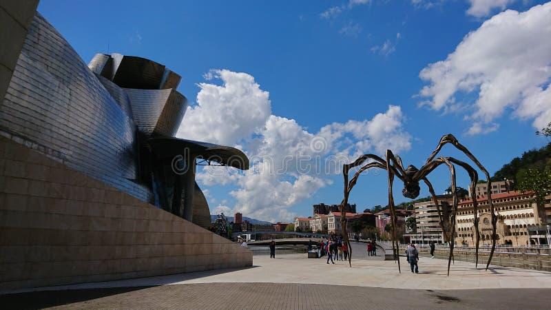 Spindelskulptur nära guggenheim bilbao arkivbild