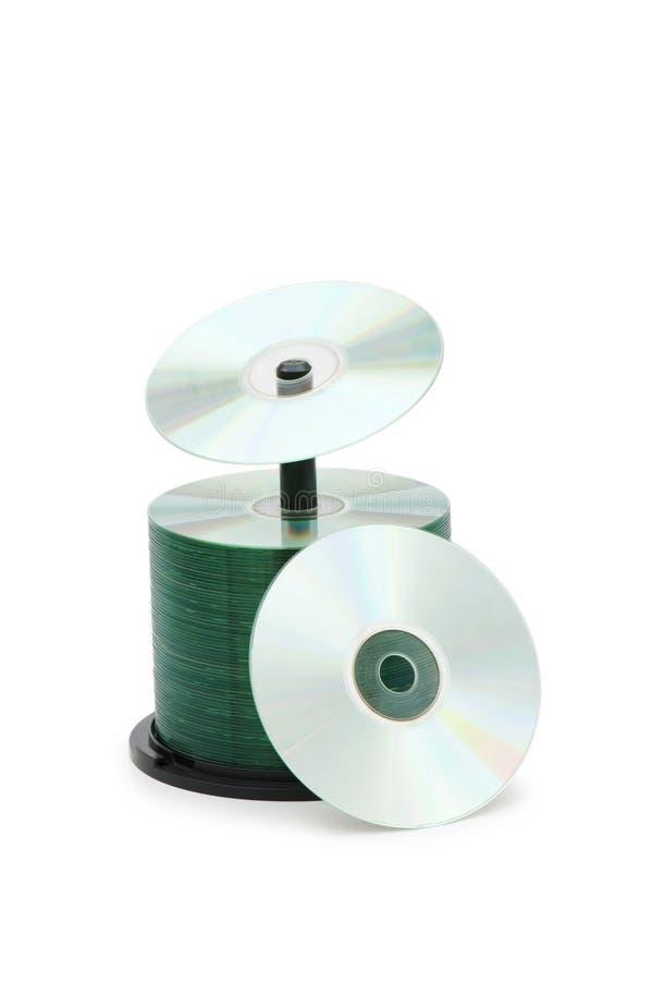 Spindle av isolerade cd disks royaltyfri bild