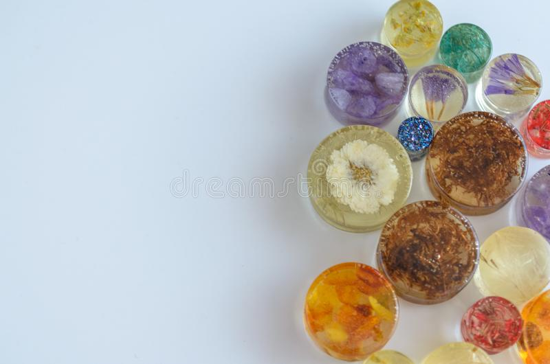 Spine perforanti dei gioielli dell'orecchio, tunnel, calibri con spazio per testo fotografie stock
