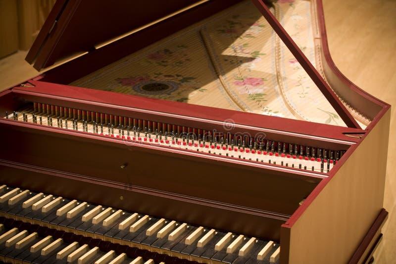 Spinett in philharmonischem stockbild