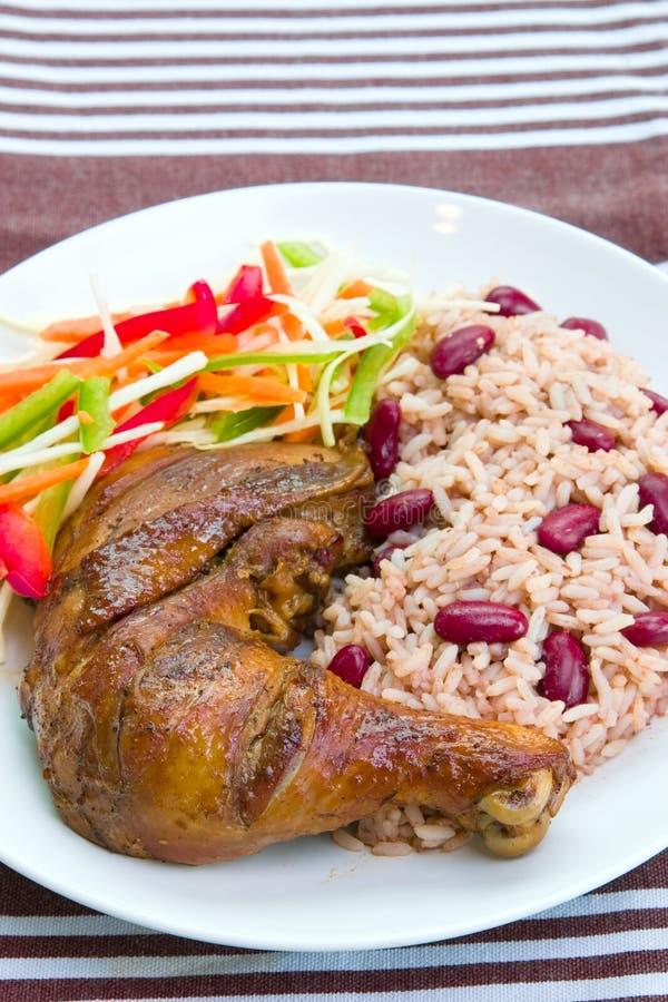 Spinga il pollo con riso - stile caraibico immagini stock