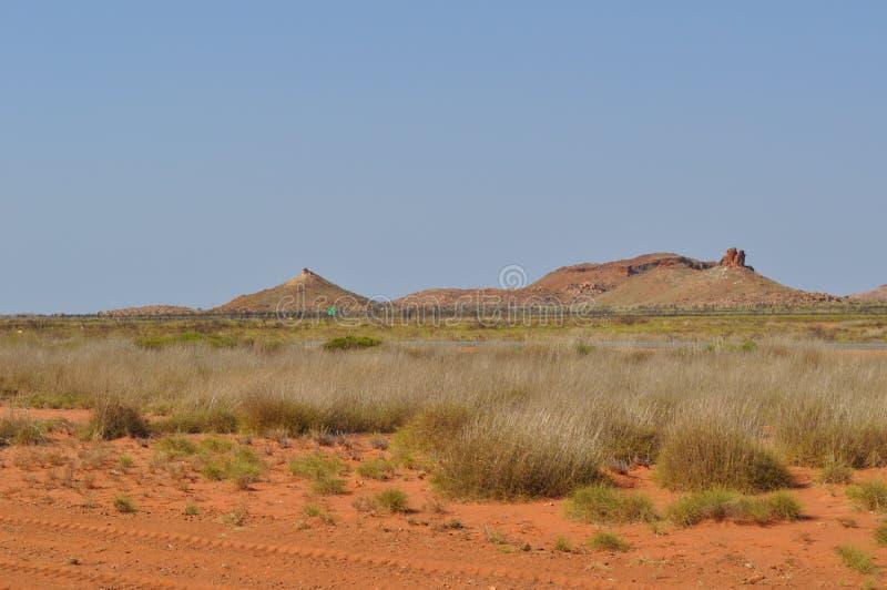 Spinifex зоны Pilbara захолустья Австралии гор пустыни стоковые изображения