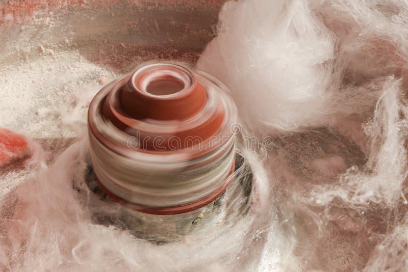 Spinnend hoofd van een spinmachine van de gesponnen suikersuiker stock afbeelding